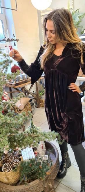 Billede af Black Colour Dress Brown velvet